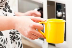 Mikrowelle vs. Wasserkocher vs. Herd - wer ist schneller?